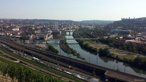Blick vom Stein-Wein-Pfad auf Würzburg