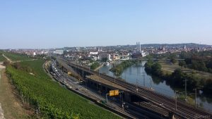 Blick vom Unteren Steinbergweg auf Würzburg
