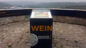 terroir f Randersacker - Sonnenstuhlturm auf dem Hohenrotberg südlich von Randersacker