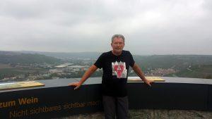 Artur Schmitt am Sonnenstuhlturm auf dem Hohenrotberg südlich von Randersacker