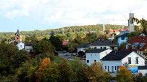 Blick auf die drei Kirchen in Eisingen am 7. Oktober 2020