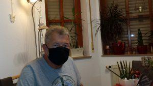 Artur Schmitt mit Alltagsmaske aus Stoff