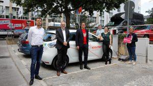 Bürgermeister Martin Heilig (Mitte) zusammen mit Vertretern des Umweltamtes, der WVV und des Kooperationspartners scouter bei der Einweihung der Mobilstation