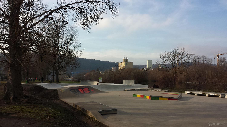 Skateanlage und neue Bowl auf den Mainwiesen in Würzburg am 11. Dezember 2020
