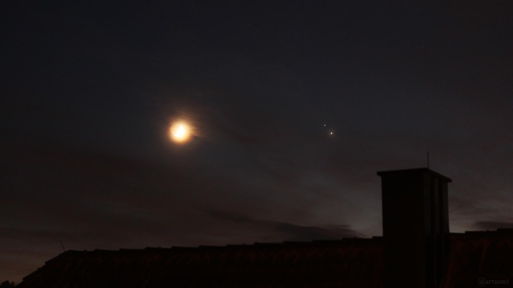 Zunehmender Mond, Saturn und Jupiter am 17. Dezember 2020 am Südwesthimmel von Eisingen