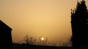 Untergehende Sonne am 24. Februar 2021 hinter Saharastaub