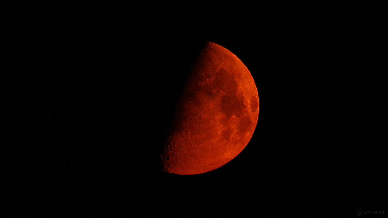 Untergehender Mond am frühen Morgen des 21. April 2021