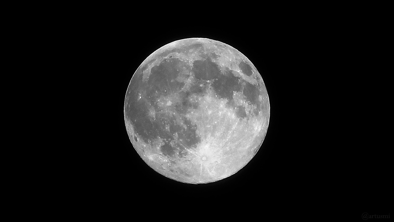 Zunehmender Mond am 27. April 2021 um 01:19 Uhr in Erdnähe