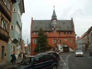 Rathaus in der Hauptstraße in Ochsenfurt am Main am 5. Dezember 2002