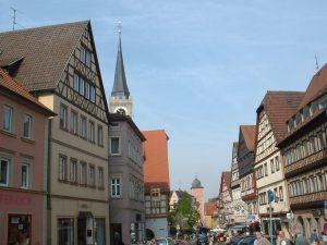 Hauptstraße in Ochsenfurt am 25. April 2003
