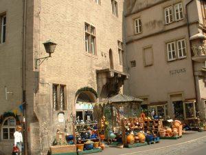 Altes Rathaus mit Pranger in Ochsenfurt