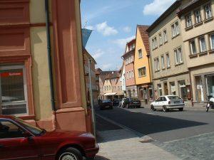 Hauptstraße in Ochsenfurt am 16. Mai 2003