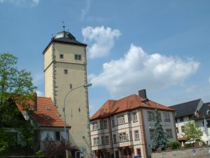 Oberer Torturm und Hotel Bären in Ochsenfurt am 16. Mai 2003
