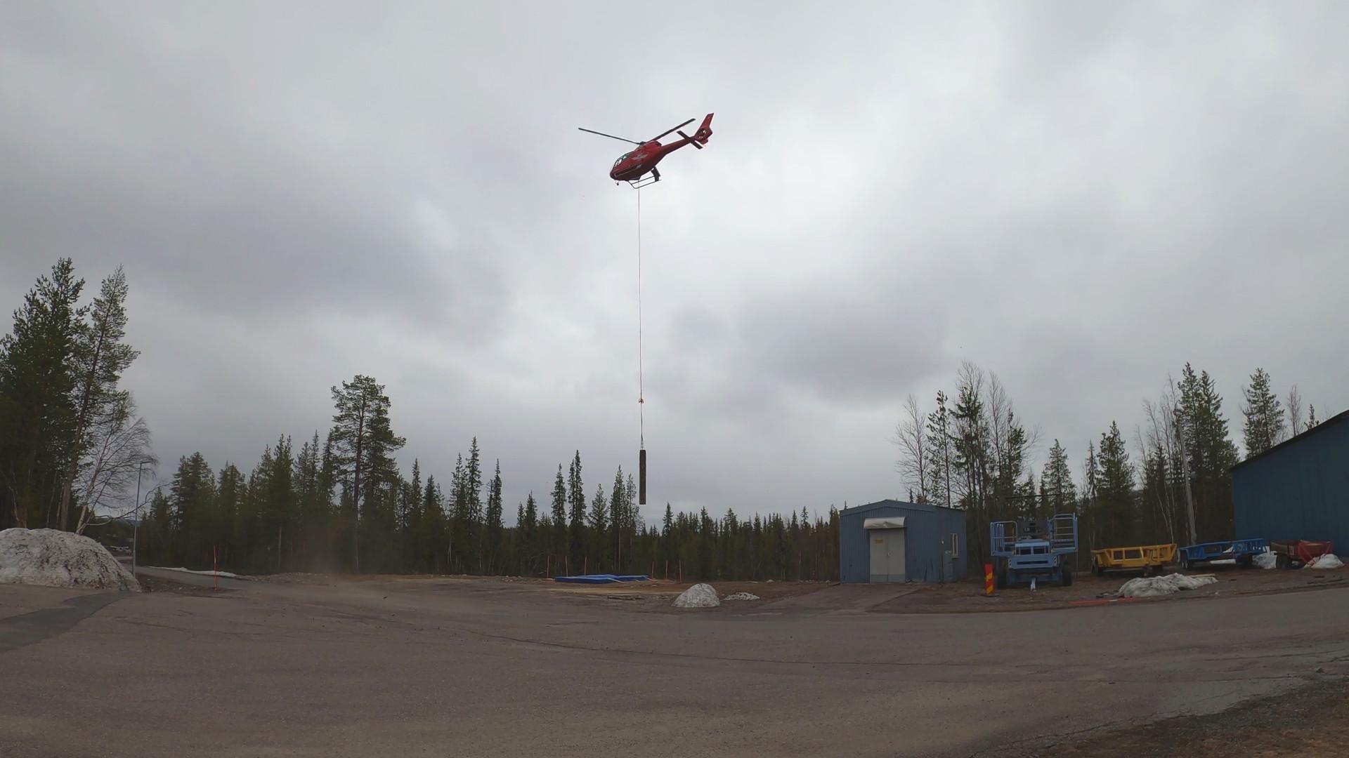 Die Nutzlast samt Experimenten wurde nach der Landung mit Hilfe eines Helikopters geborgen.