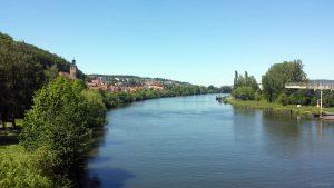 Blick von der Laurentiusbrücke (Rothofstraße) auf Zell am Main
