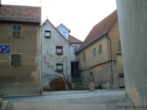 Heute Wohnhaus, vor dem 2. Weltkrieg ehemalige Schule und Synagoge der jüdischen Gemeinde in Goßmannsdorf am Main.