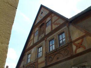 Altes Fachwerkhaus in der Zehnthofstraße gegenüber der Kreuzkapelle in Goßmannsdorf am Main