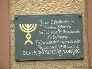 Mahntafel am ehemaligen Rathaus in Goßmannsdorf am Main