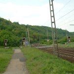 Ehemaliger Bahnübergang mit Halbschranken in Goßmannsdorf Richtung Winterhausen