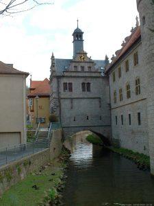 Maintor und Rathaus in Marktbreit im April 2004