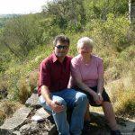 Artur Schmitt mit Mutter Gerda in ehemaligem Weinberg an der Bohleite
