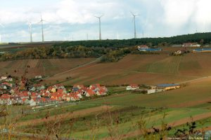 Blick vom Alten Berg in Goßmannsdorf am Main auf Sommerhausen