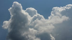 Cumuluswolken im Süden unterhalb der Sonne