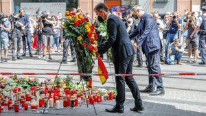 Kranzniederlegung durch MP Söder und OB Schuchardt am 27. Juni 2021 am Barbarossaplatz in Würzburg