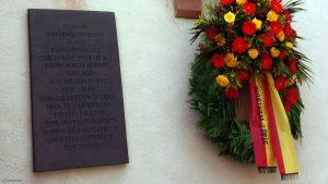 Gedenktafel zur Grabstätte von Tilman Riemenschneider an der Nordseite des Kiliansdoms in Würzburg