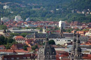 Blick vom Würzburger Schalksberg auf St. Stephan und St. Michael