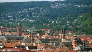 Blick vom Würzburger Schalksberg auf den Kiliansdom