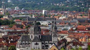 Blick vom Würzburger Schalksberg auf St. Johannes in Stift Haug