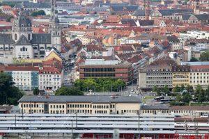 Blick vom Würzburger Schalksberg den Hauptbahnhof