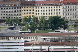 Blick vom Würzburger Schalksberg den Omnibusbahnhof