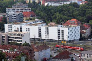 Blick vom Würzburger Schalksberg das Studentenwohnheim 522 Apartunities