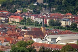 Blick vom Würzburger Schalksberg auf St. Gertraud in der Pleich