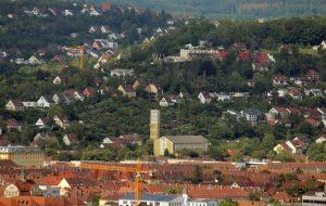 Blick vom Würzburger Schalksberg auf St. Elisabeth in der Zellerau