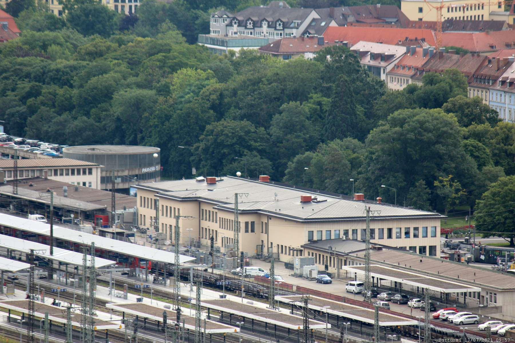 Blick vom Würzburger Stein auf den Hauptbahnhof