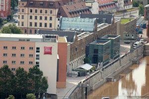 Blick vom Würzburger Stein auf das Hotel Ibis und den Kulturspeicher