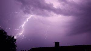 Blitze während Gewitter am 27. Juli 2021 um 22:56 Uhr