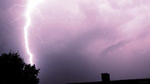 Blitze während Gewitter am 27. Juli 2021 um 23:00 Uhr