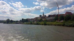 Blick von der MS Undine auf Obereisenheim