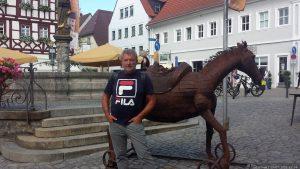Artur Schmitt auf dem Marktplatz in Volkach