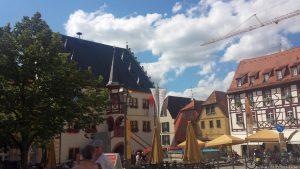 Marktplatz mit Rathaus in Volkach