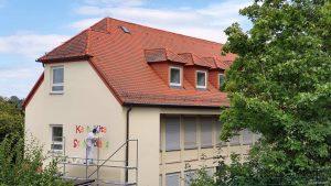 Neuer Anstrich für die Kita St. Nikolaus in Eisingen am 16. August 2021
