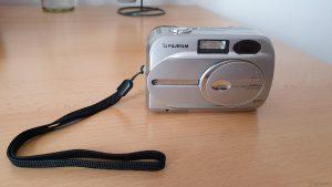 Unsere erste Digitalkamera aus Juni 2002 - eine Fuji FinePix 2600 Zoom mit 3-fach optischem Zoom