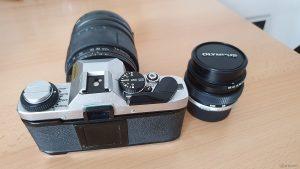 Unsere analoge Spiegelreflexkamera Olympus OM-20 aus dem Jahr 1984
