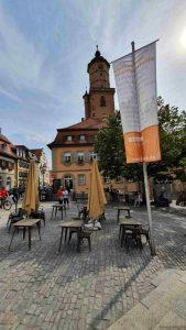 Marktplatz und kath. Pfarrkirche St. Bartholomäus in Volkach