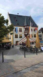 Marktplatz und Rathaus in Volkach