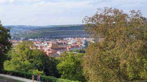 Blick von der Festung Marienberg auf den Würzburger Stadtteil Zellerau